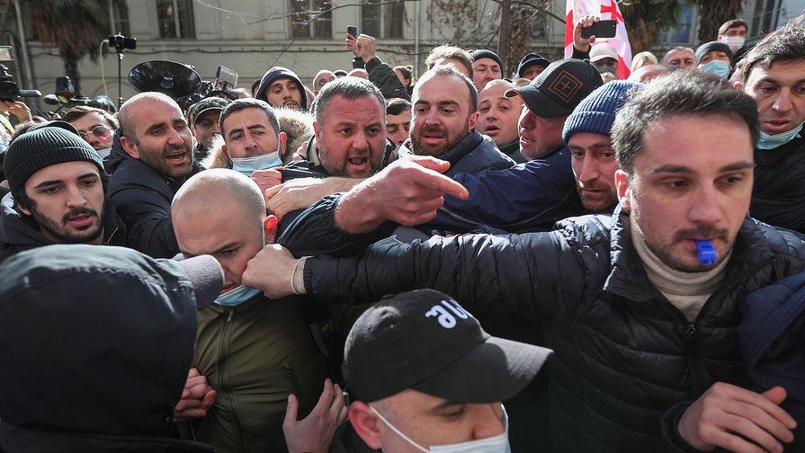 Грузинская оппозиция обвиняет власти в разгроме офиса партии Саакашвили