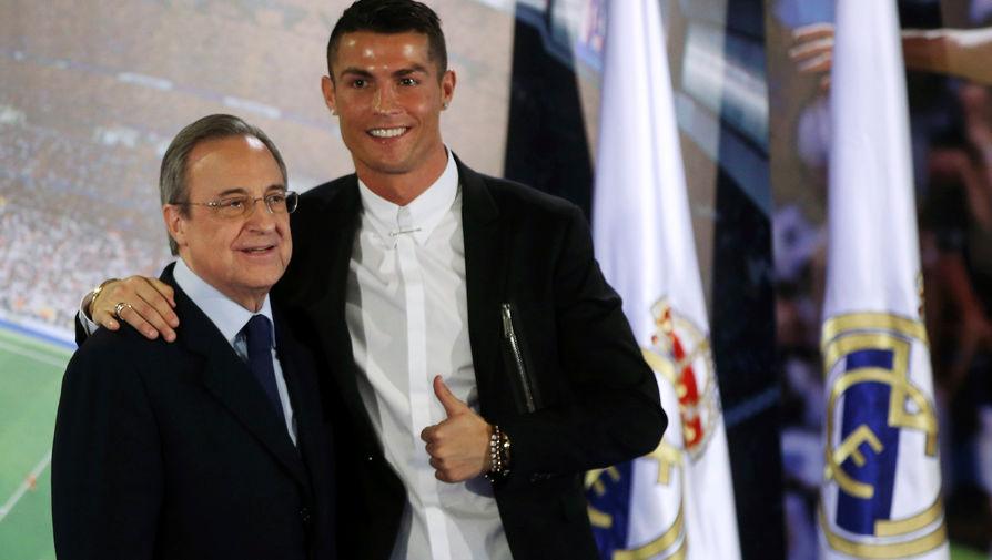 Криштиану Роналду и президент «Реала» Флорентино Перес после подписания контракта