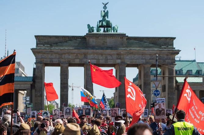 Участники акции «Бессмертный полк» в Берлине