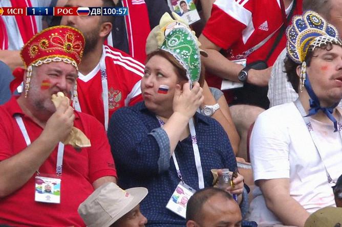 Момент трансляции с тройкой болельщиков на матче Россия — Испания, 3 июля 2018 года