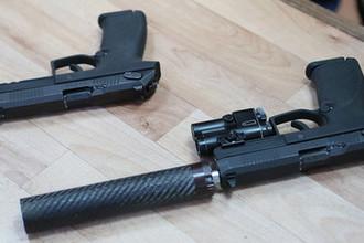 Самозарядный пистолет «Удав» во время презентации в Подмосковье, январь 2019 года