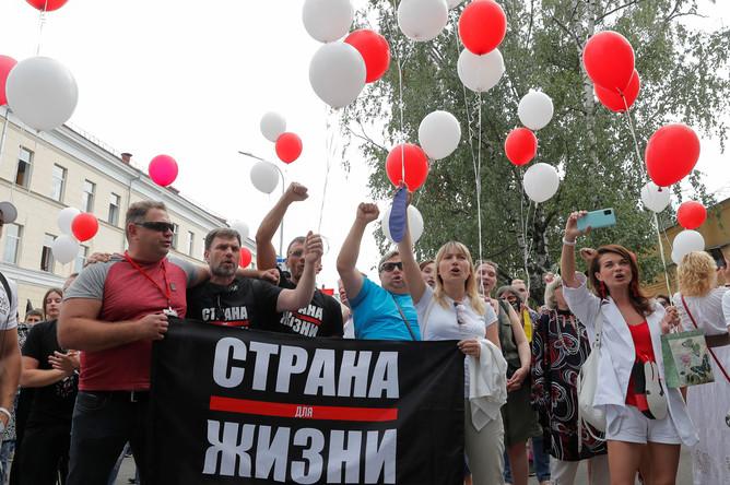 Акция у СИЗО №1 в Минске, где находится блогер Сергей Тихановский, 18 августа 2020 года