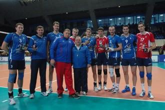 Участники «Матча звезд» вместе с Владимиром Алекно (слева) и Геннадием Шипулиным