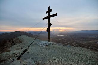 В двух регионах России за ночь срубили и спилили четыре поклонных креста
