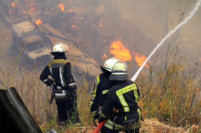 Пожарные борются с огнем в чилийском городе Вальпараисо