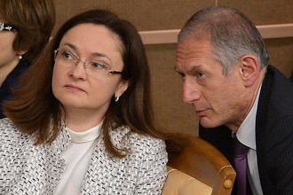 Глава Центрального банка РФ Эльвира Набиуллина и первый заместитель председателя ЦБ РФ Алексей Симановский
