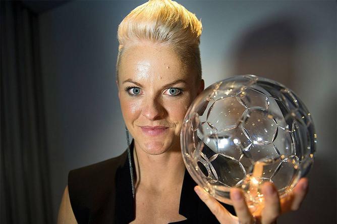 Нилла Фишер (Швеция) — 30-летняя защитница немецкого «Вольфсбурга» в качестве главного достижения имеет бронзовую медаль чемпионата мира 2011 года. Фишер может сыграть не только в центре обороны, но и в опорной зоне