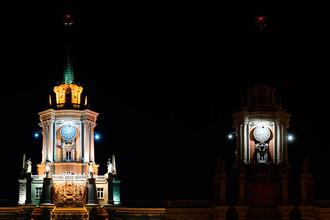 Башня администрации города Екатеринбурга до и после отключения подсветки в рамках экологической акции «Час Земли»