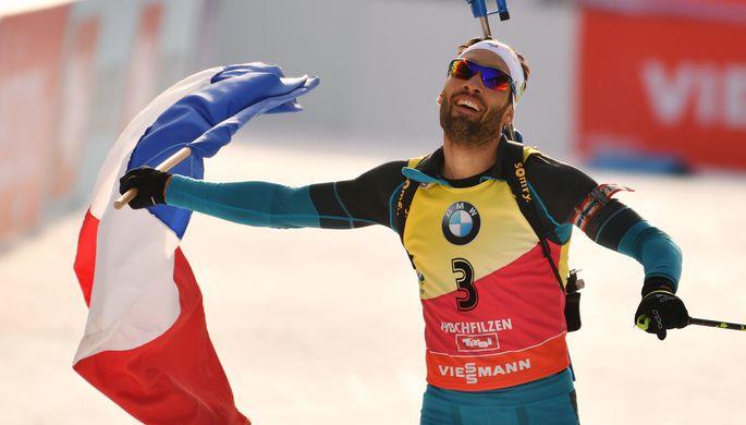 Мартен Фуркад (Франция) на финише гонки преследования среди мужчин чемпионата мира по биатлону в австрийском Хохфильцене