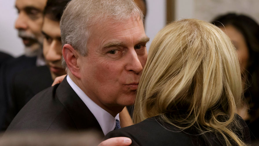 Подозреваемый в изнасилованиях принц Эндрю нашел формальный повод для переноса слушания