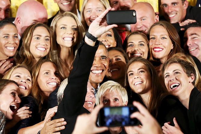 Ко второму сроку популярность Обамы начала падать. Американцы убедились, что при всей харизме и правильных словах, которые произносит Обама, ему не удалось изменить внутреннюю кухню Вашингтона — хотя он это и обещал