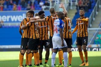 Футболисты «Халл Сити» радуются после забитого мяча
