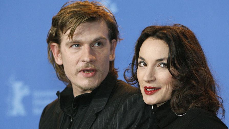 Гийом Депардье и французская актриса Жанна Балибар во время пресс-конференции фильма «Не трогай топор» на 57-м кинофестивале «Берлинале» в Берлине, 2007 год