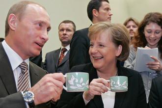 Президент России Владимир Путин и канцлер Германии Ангела Меркель во время чаепития в резиденции «Бочаров ручей», 2007 год