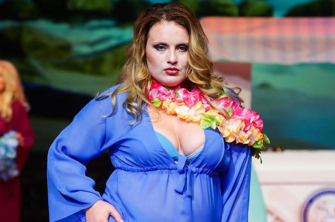 Участница международного конкурса красоты Plus Size Miss Melon Rich XXL в театре Русская песня, 11 июля 2019 года