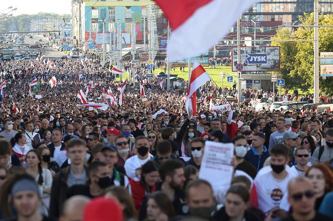 Участники масштабной акции протеста в Минске, 20 сентября 2020 года