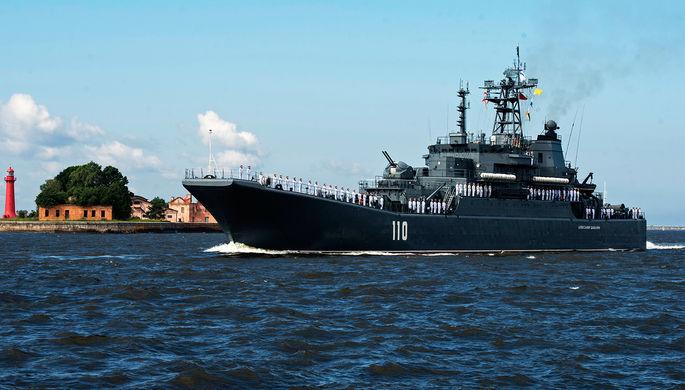 Корабль Военно-морских сил России большой десантный корабль «Александр Шабалин» во время...