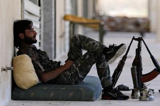 Ополченец Свободной армии Сирии (FSA) в городе Тадеф, 5 октября 2017 года