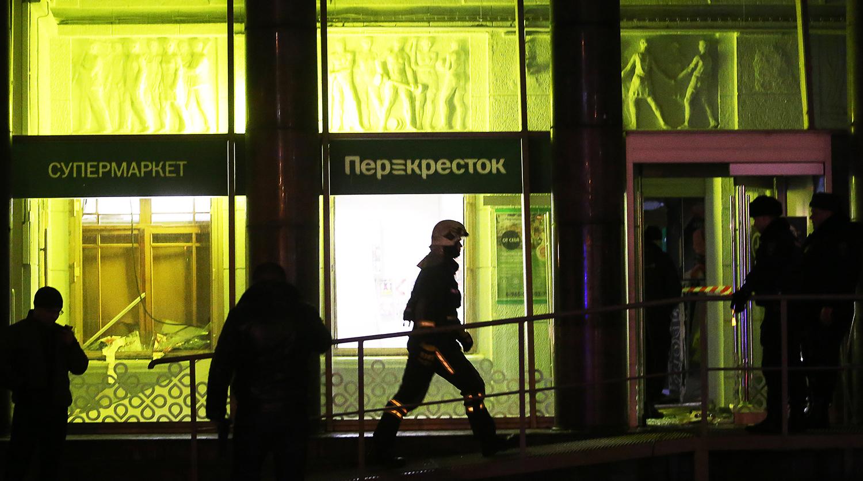 При взрыве в супермаркете Петербурга пострадали 13 человек
