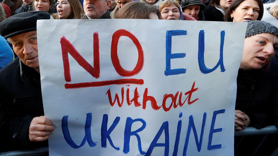 В Париже забросали яйцами украинских активистов