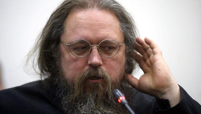 «Если будет продолжать в том же духе»: Кураева могут отлучить от церкви