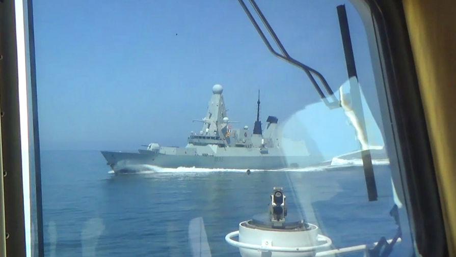 «Приперлись к нашим границам»: Путин оценил инцидент с британским эсминцем у Крыма