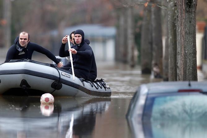 Последствия наводнения в центре Парижа, 26 января 2018 года