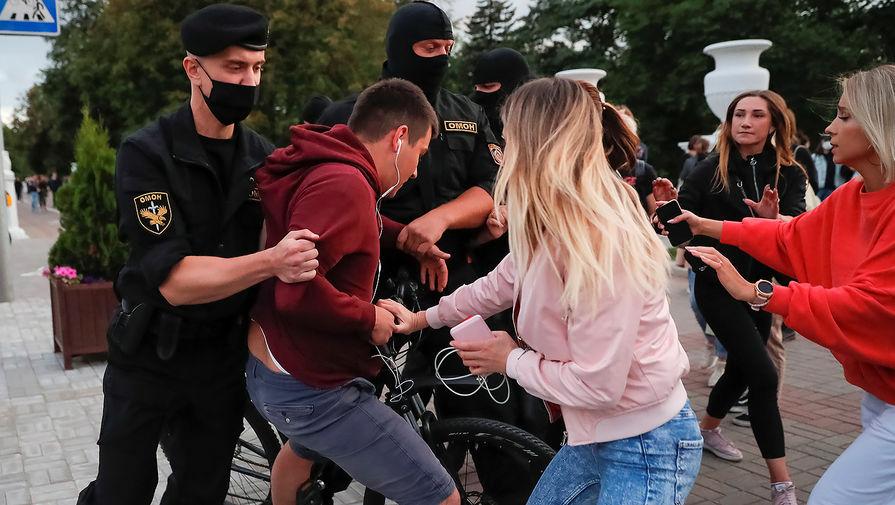Полиция в Минске задержала около 80 участников стихийной акции солидарности