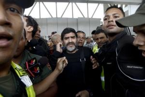 Во всей Южной Америке, кроме Бразилии, Марадона — как Бог: по приезду Диего в столицу Венесуэлы Каракас к президенту страны Уго Чавесу