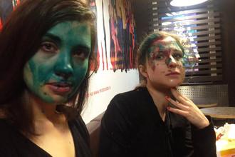 Участниц группы Pussy Riot облили зеленкой в Нижнем Новгороде