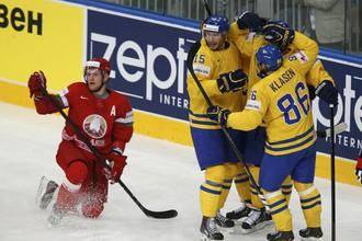 Белорусы потерпели поражение в четвертьфинале домашнего чемпионата мира, отправив шведов на полуфинальный матч с Россией