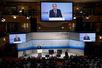 Министр иностранных дел РФ Сергей Лавров выступает на Мюнхенской конференции