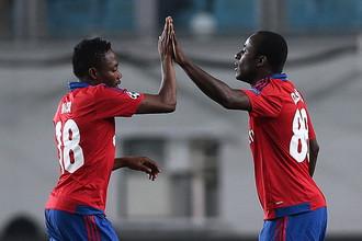 Вслед за Сейду Думбия (справа) из ЦСКА может уйти и Ахмед Муса