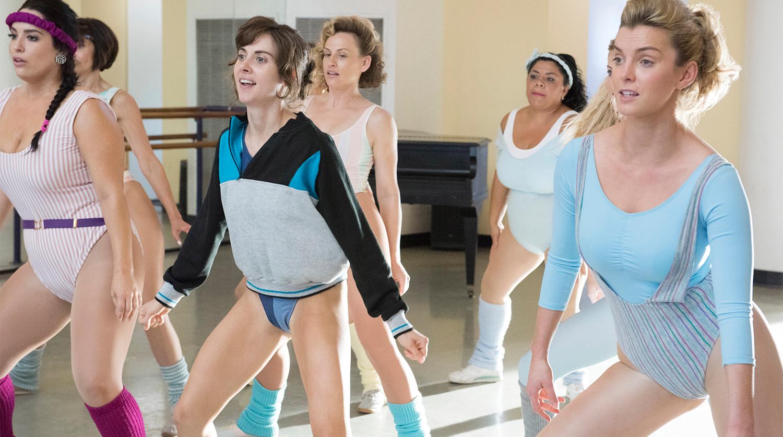 852f9d969a7 На Netflix показали первый сезон сериала о женском рестлинге «Блеск ...