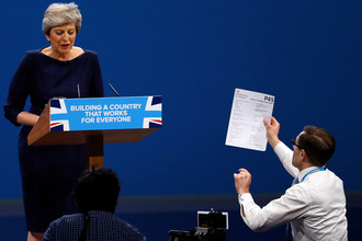 Речь премьер министра Великобритании Терезы Мэй на закрытии съезда правящей Консервативной партии, 4 октября 2017 года