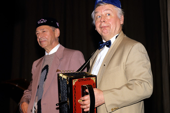 Олег Ефремов и Олег Табаков на 50-летии Школы-студии МХАТ, 1993 год