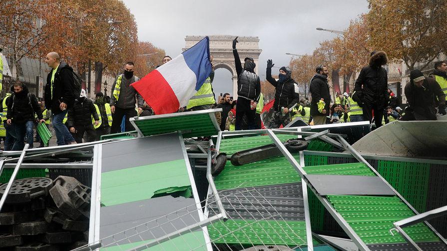 Нацсобрание Франции одобрило заморозку цен на топливо