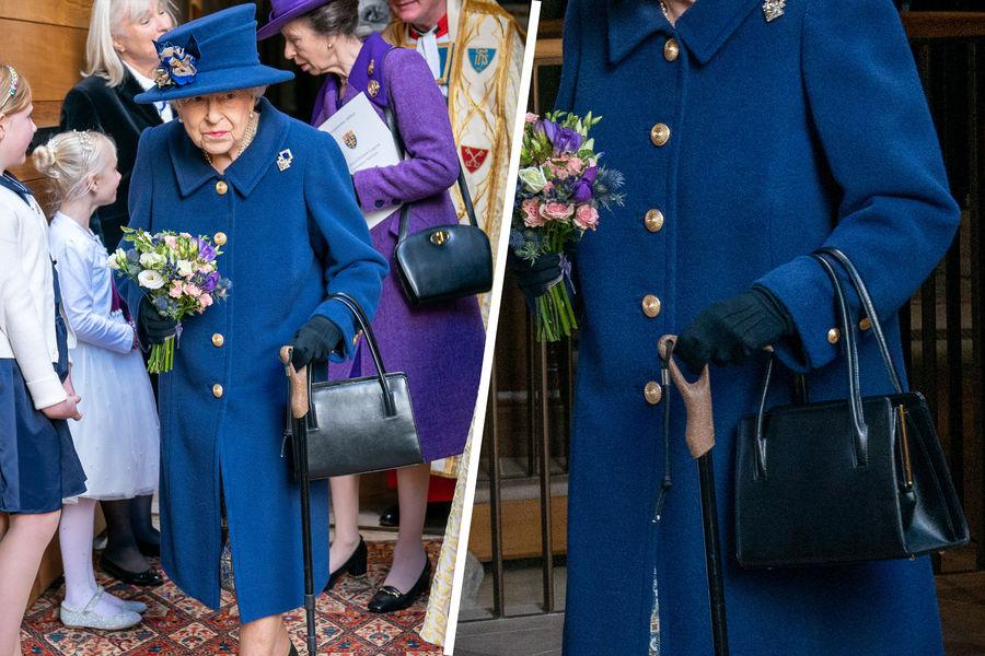 Британская королева Елизавета II впервые появилась на публике с тростью