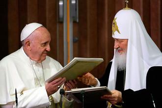 Патриарх Московский и всея Руси Кирилл и Папа Римский Франциск во время церемонии подписания совместной декларации по итогам встречи в Гаване, 2016 год