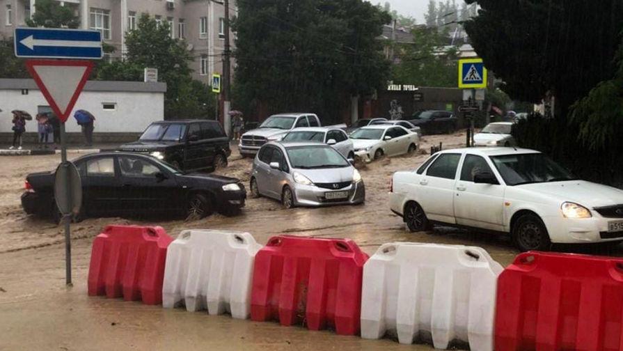Глава МЧС назвал сроки ликвидации последствий наводнения в Крыму