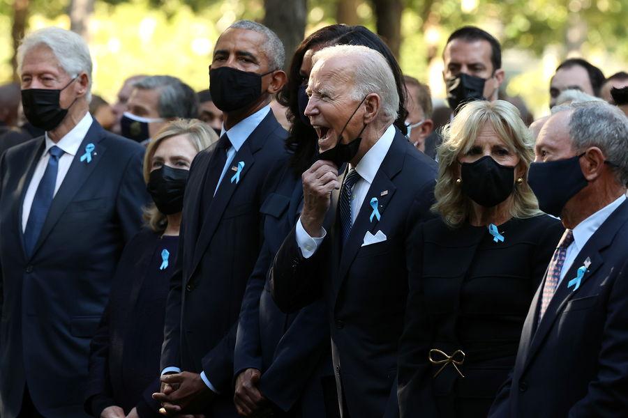 Байден СЃРЅСЏР» маску РІС'олпе РЅР°С†РµСЂРµРјРѕРЅРёРё памяти жертв терактов 11 сентября