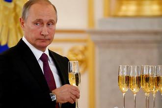 Владимир Путин во время мероприятия с участием иностранных послов в Кремле, ноябрь 2016 года