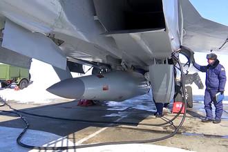 Экипаж истребителя МиГ-31 Воздушно-космических сил России, после выполнения практического учебно-боевого пуска гиперзвуковой аэробаллистической ракеты с малой радиолокационной заметностью и высокой маневренностью комплекс «Кинжал», 11 марта 2018 года