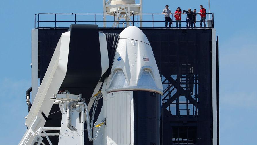 Ракета-носитель Falcon 9 компании SpaceX с кораблем Crew Dragon на космодроме во Флориде, 2 марта 2019 года