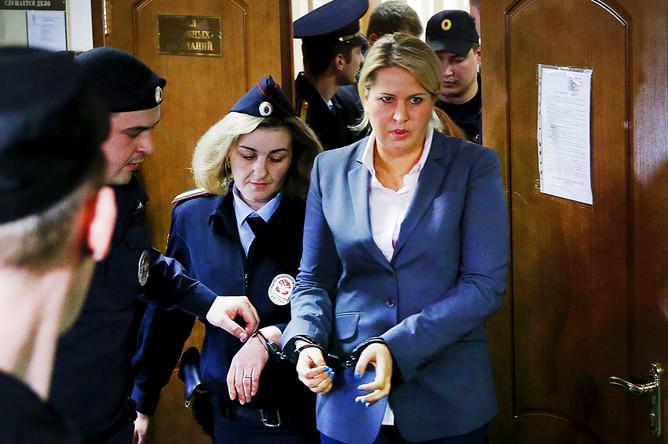 Бывшая глава департамента имущественных отношений Минобороны РФ Евгения Васильева, обвиняемая по делу о хищениях в «Оборонсервисе», после оглашения приговора в Пресненском суде