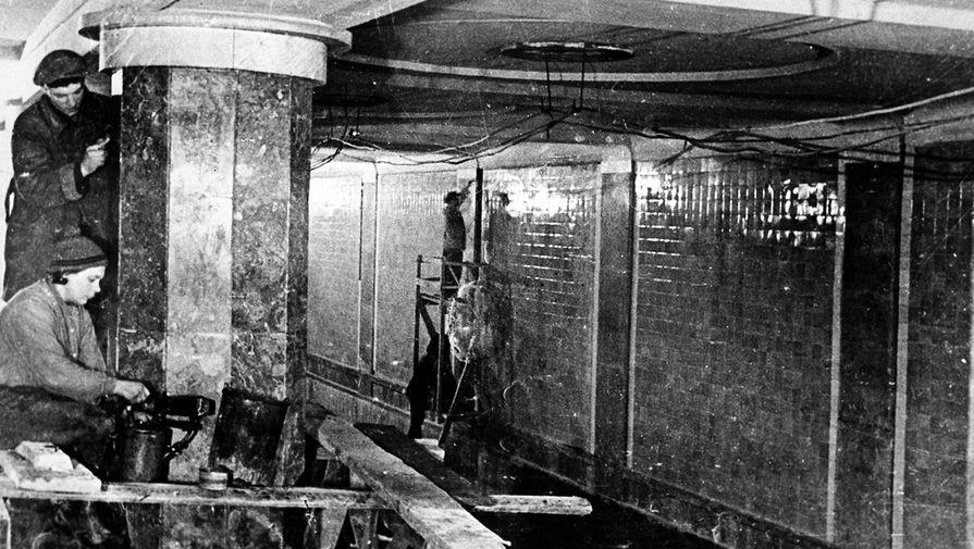 Облицовочные работы в вестибюле станции метро «Красносельская» московского метро, 1934 год