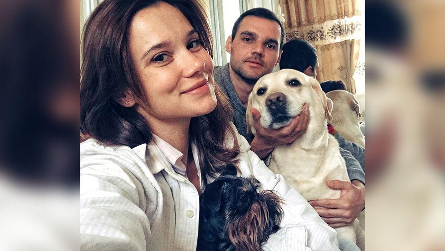 Удар ногой в живот: актриса Безрук заявила о побоях от пережившего психоз мужа
