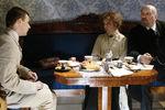 Евгений Цыганов, Лия Ахеджакова и Алексей Петренко насъемках фильма Павла Лунгина «Ветка сирени», 2006 год