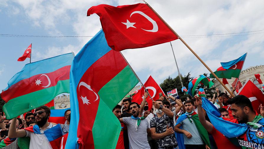 «Подливают масло в огонь»: Кремль осудил риторику Анкары по Карабаху
