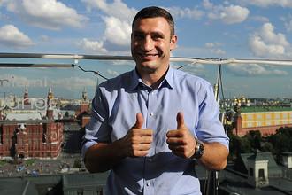 Виталий Кличко во время фотоколла в Москве, 2012 год